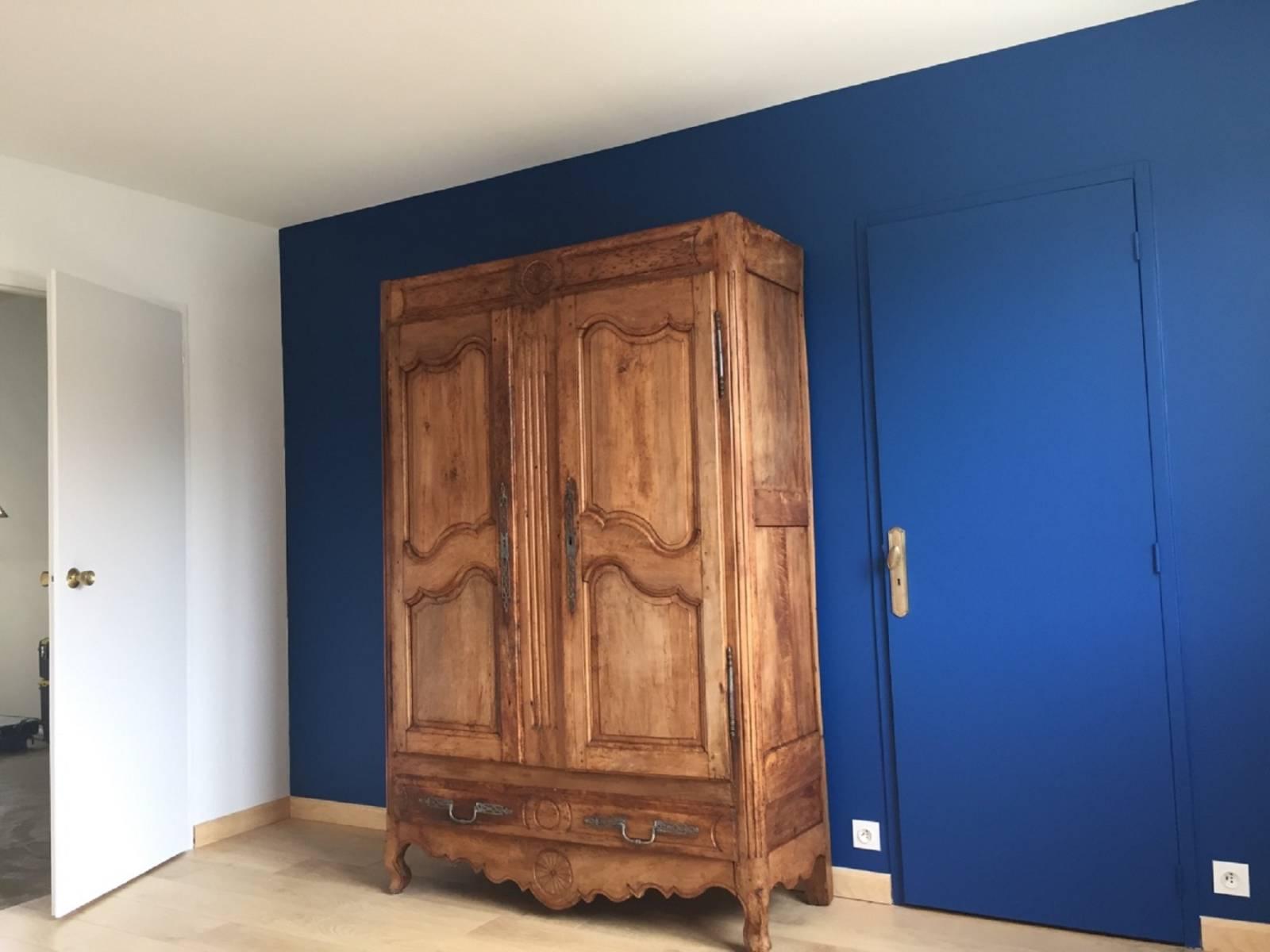 r aliser la pose d 39 une peinture par un professionnel. Black Bedroom Furniture Sets. Home Design Ideas