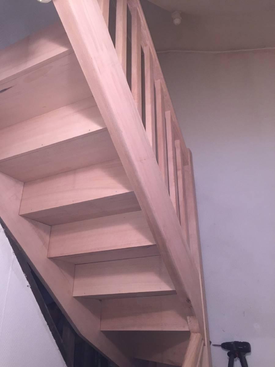 installer son escalier peinture menuiserie et isolation. Black Bedroom Furniture Sets. Home Design Ideas