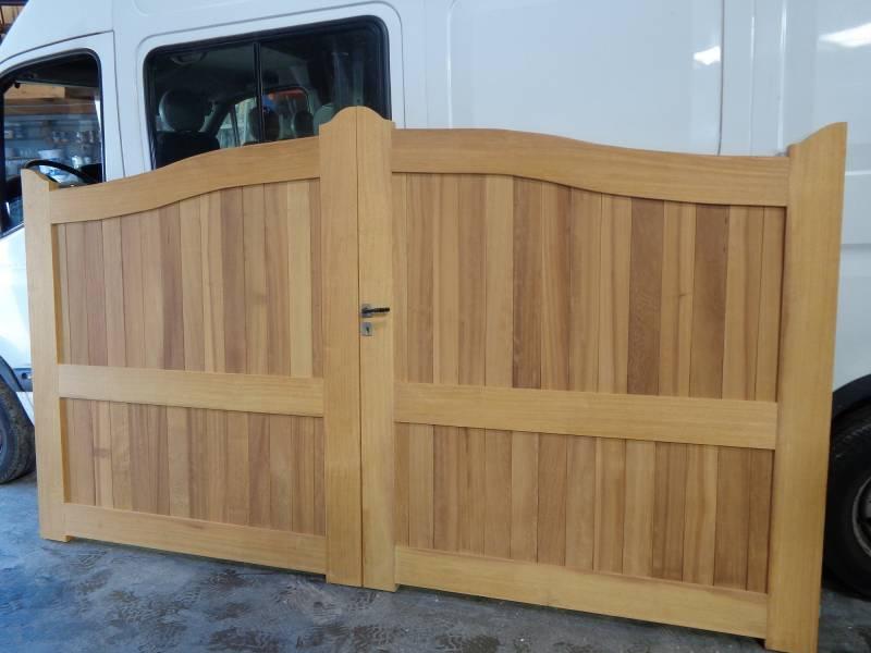 fabrication de portail en bois sur mesure sur montivilliers franck peinture et menuiserie. Black Bedroom Furniture Sets. Home Design Ideas